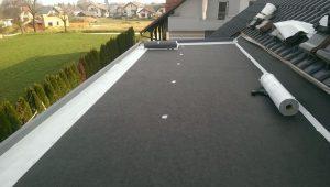 Ravna streha na hiši